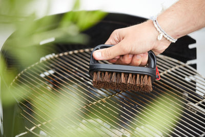 What are the advantages of a Loewy 40 charcoal BBQ?