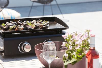 How does a Campo plancha grill work?