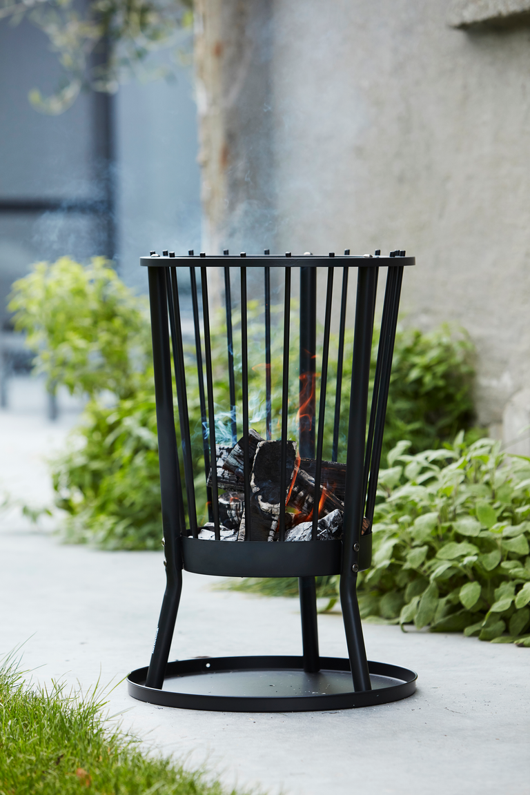 What are the advantages of a Modern Ronda fire basket?