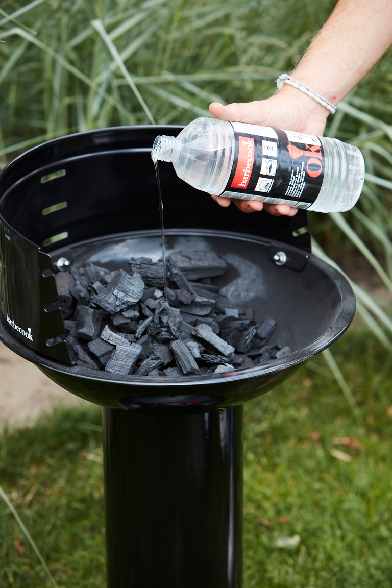 How does a Loewy 40 charcoal BBQ work?