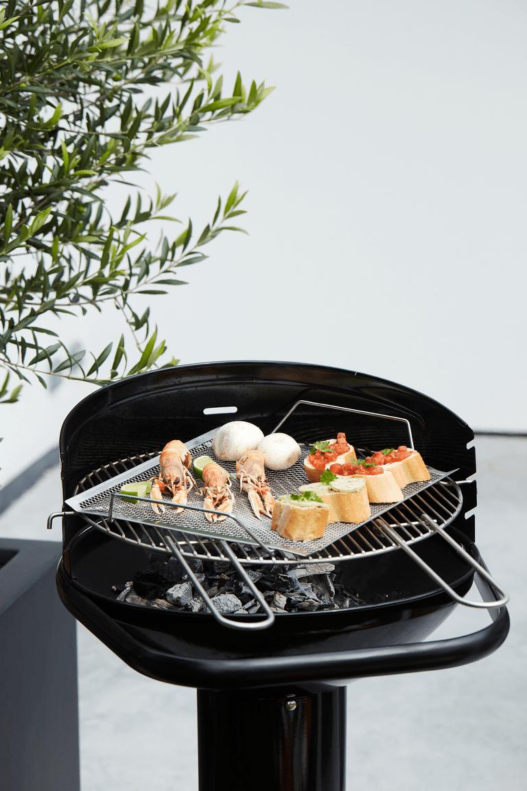 Quels sont les avantages d'un BBQ au charbon de bois Loewy 50 ?