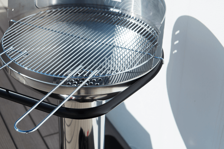 What are the advantages of a Loewy 50 SST charcoal BBQ?