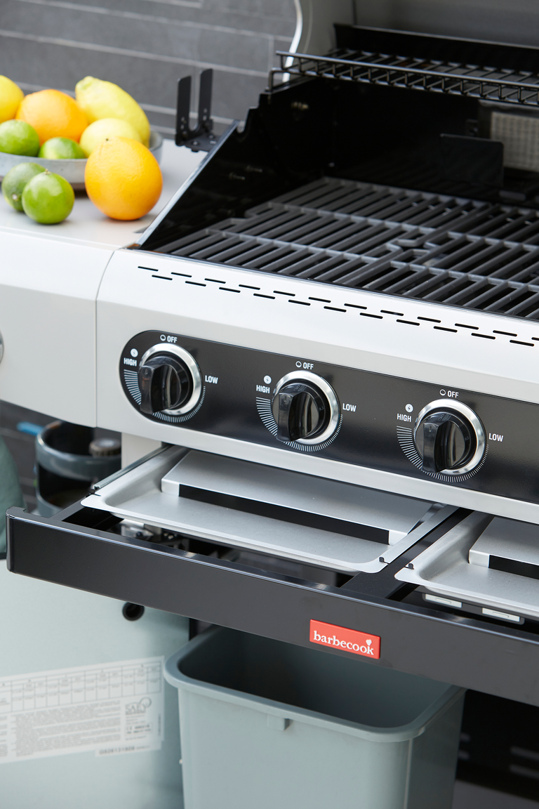 What are the advantages of a Siesta 612 gas BBQ?