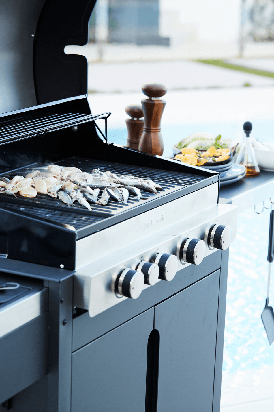 How does a Stella 4311 gas BBQ work?