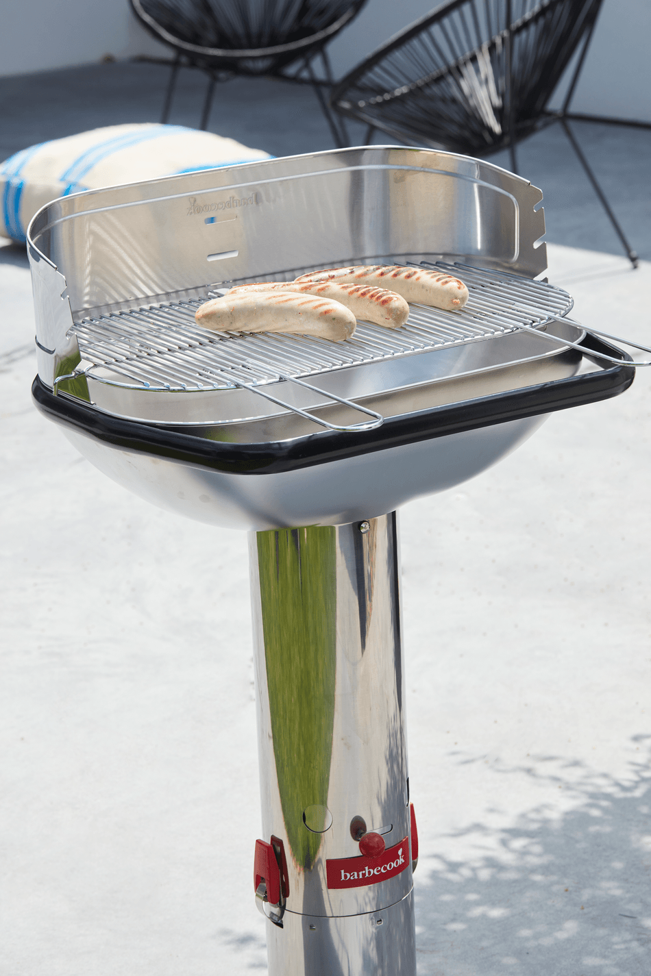 How does a Loewy 55 SST charcoal BBQ work?