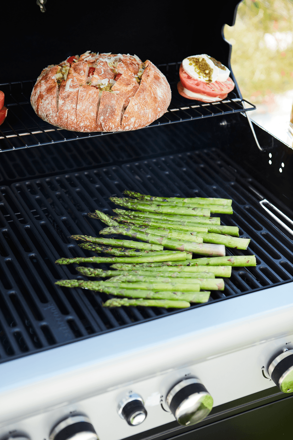 How does a Spring 3212 gas BBQ work?